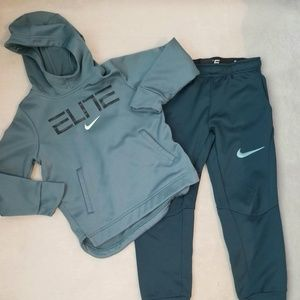 Boys Nike jogging suit size 6/7